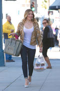 http://img211.imagevenue.com/loc1007/th_086337917_Hilary_Duff_at_Crumbs_bakery72_122_1007lo.jpg