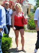 http://img211.imagevenue.com/loc1013/th_67763_Britney_Spears_at_lunch_at_Marmalade_Cafe_in_Calabasas7_122_1013lo.jpg