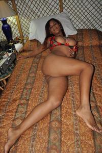 Chica Latina con muy buenas tetas y cara de petera