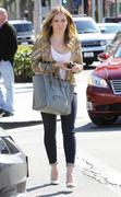 http://img211.imagevenue.com/loc1100/th_762629256_Hilary_Duff_at_Crumbs_bakery11_122_1100lo.jpg