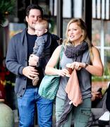 http://img211.imagevenue.com/loc1111/th_203475947_Hilary_Duff_at_The_Beverly_Glen_Market10_122_1111lo.jpg