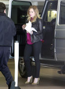 http://img211.imagevenue.com/loc1131/th_950533836_Hilary_Duff_heads_to_a_meeting1_122_1131lo.jpg