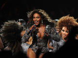 Apparitions 2008-2009 - Page 4 Th_98293_beyonce_Celebutopia_net_122_175lo