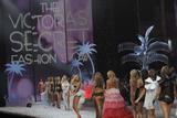 th_60124_celeb-city.org_VICTORIAS_SECRET_Fashion_Show__64_122_433lo.JPG