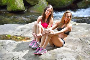 http://img211.imagevenue.com/loc619/th_557980450_Mary_and_Aubrey_Hawaii_II_Hiking_Lao_Valley_25_123_619lo.jpg